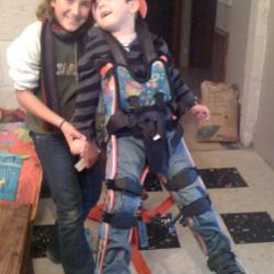 en verticalisateur avec sa soeur Eva en 2011